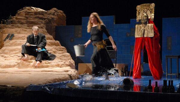 Сцена из спектакля Медея