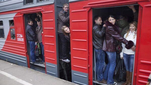 Жители Подмосковья ехали между вагонами из-за давки в поездах