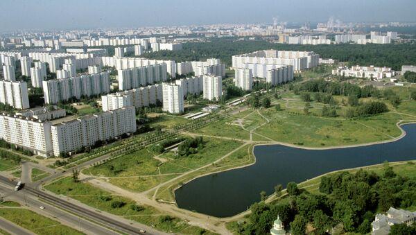 Вид на Алтуфьевское шоссе города Москвы. Архивное фото