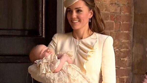 Принц Кембриджский Джордж засыпал на руках Кейт Миддлтон после крестин