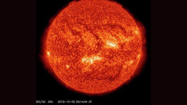 Рентгеновская вспышка класса X на восточном краю Солнце 25 октября 2013 года