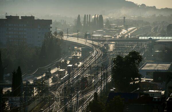 Вид на автомобильную развязку Голубые дали и железнодорожный вокзал в Адлере