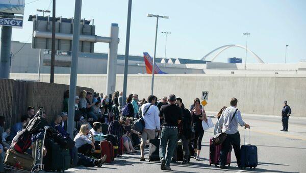 Рейсы в аэропорту Лос-Анджелеса отменены из-за стрельбы