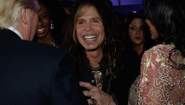 Председатель жюри Miss Universe, солист американской рок-группы Aerosmith Стивен Тайлер на вечеринке после финала конкурса Мисс Вселенная 2013