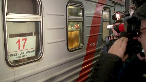 Полицейские встретили поезд с арестованными активистами Greenpeace в Петербурге