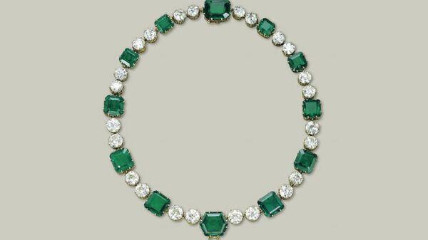 Ожерелье Cartier с двенадцатью изумрудами и двадцатью четырьмя бриллиантами