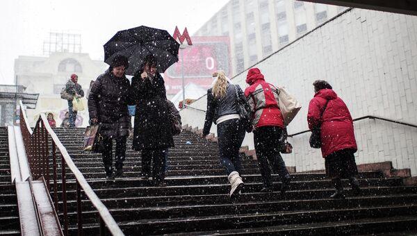 Снег и ветер в Москве. Архивное фото