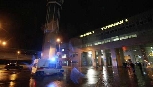 Машина Скорой помощи у первого терминала аэропорта Казани, фото с места события