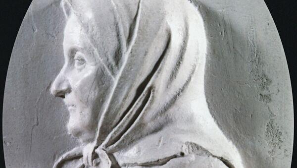 Барельеф Арины Родионовны, архивное фото