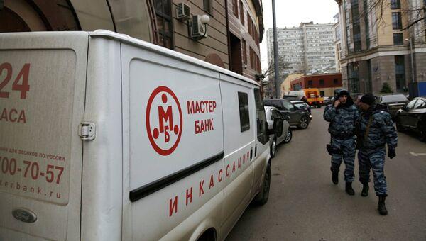 Автомобиль инкассации Мастер-банка, архивное фото