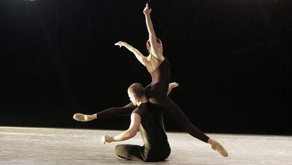 Сцена из балета Восковые крылья (Wings of Wax) Иржи Килиана