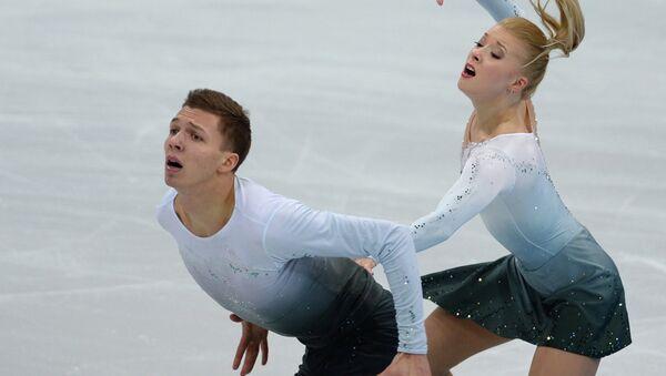 Екатерина Боброва и Дмитрий Соловьев во время тренировки перед началом шестого этапа Гран-при Кубок Ростелекома