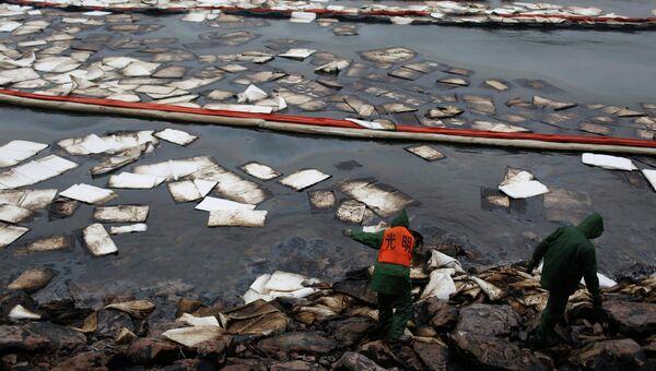 Последствия взрыва на нефтепроводе в Китае. Фото с места события