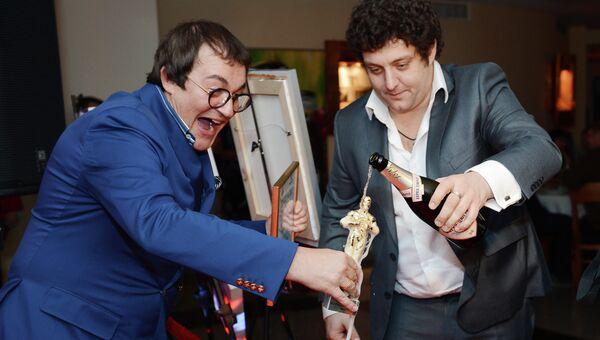 Телеведущий Дмитрий Дибров и актер Михаил Полицеймако на церемонии вручения Ежегодной премии Светский журналист года – 2013