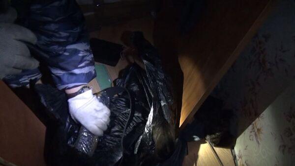 Полицейские нашли оружие и взрывчатку при обыске квартиры в Москве