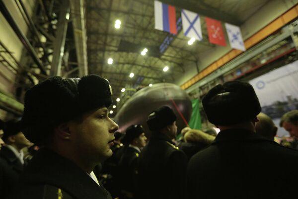 Дизель-электрическая подводная лодка Новороссийск во время церемонии спуска на воду