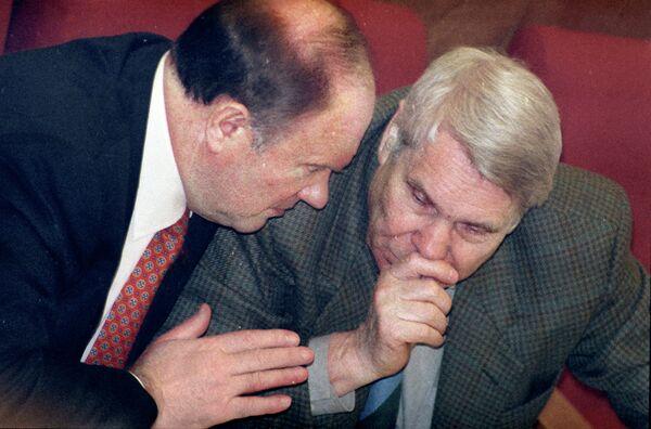 Геннадий Зюганов и Валентин Чикин на заседании Государственной Думы