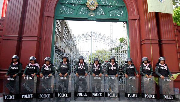 Омоновцы во время массовых демонстраций в Бангкоке. 28 ноября 2013