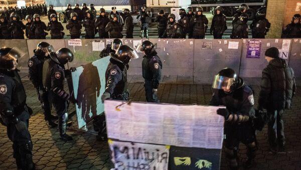 Полиция вытеснила митингующих с площади Независимости. Фото с места событий