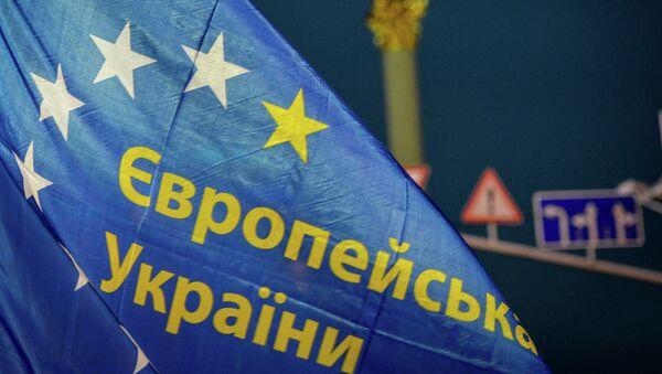 Флаг сторонников евроинтеграции в Киеве. Архивное фото