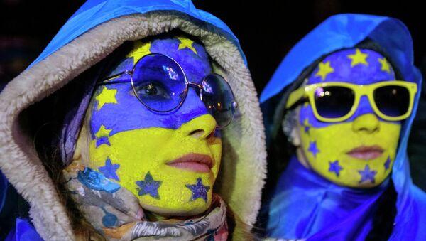 Акции сторонников евроинтеграции Украины на площади Независимости в Киеве