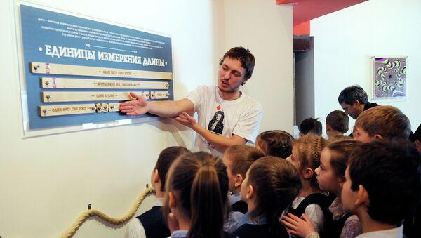 Дети на экскурсии в музее. Архивное фото