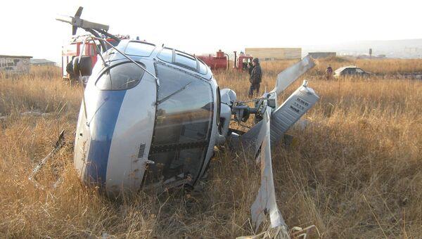 На месте падения вертолета АС-350 в городе Ужур Красноярского края