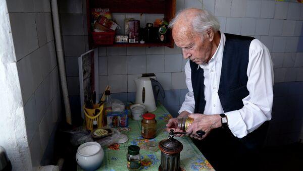 Сибирский долгожитель А.Каптаренко пронес Олимпийский огонь