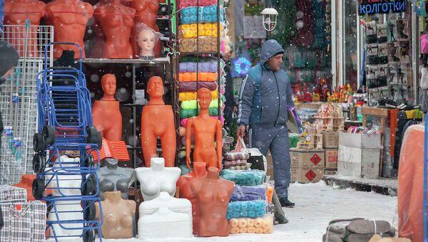 Торговля на Гусинобродском рынке в Новосибирске