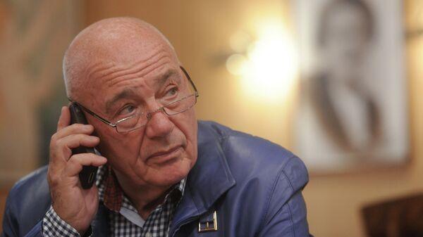 Тележурналист В.Познер в своем ресторане на Остоженке