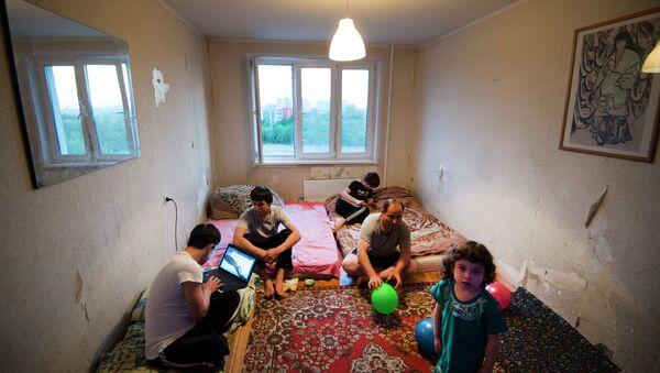 Семья мигрантов из Таджикистана. Архивное фото