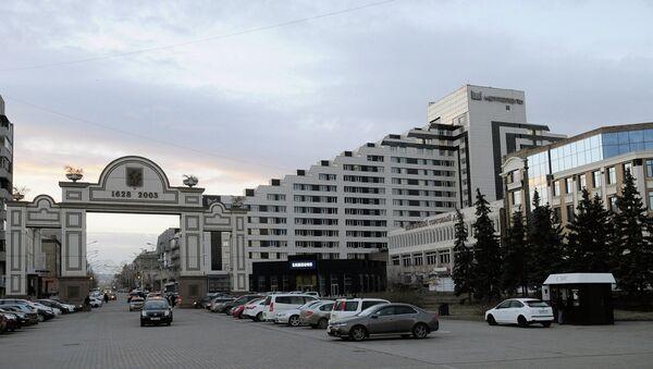 Триумфальная Арка 375-летия Красноярска на площади перед Большим концертным залом