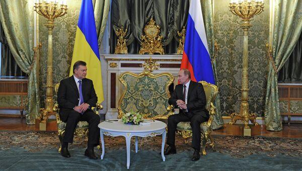 17 декабря 2013. Президент России Владимир Путин (справа) и президент Украины Виктор Янукович во время встречи в Кремле. Архивное фото