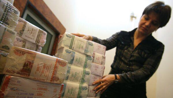 Упакованные денежные купюры. Архивное фото