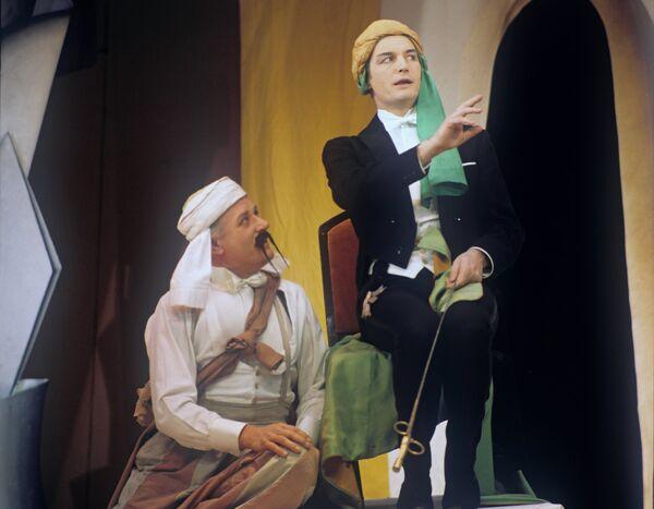 Г. Дунц и В. Лановой в спектакле Принцесса Турандот