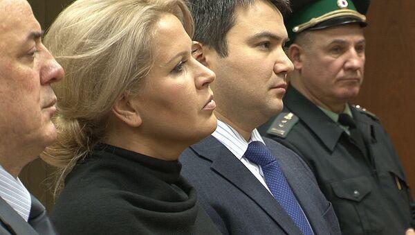 Прогулки запретить, со СМИ не общаться - суд ужесточил условия ареста Васильевой