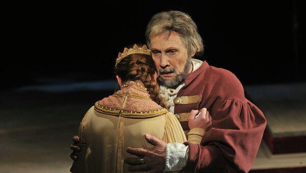 Сцена из спектакля Царь Борис в постановке Малого театра. Архивное фото