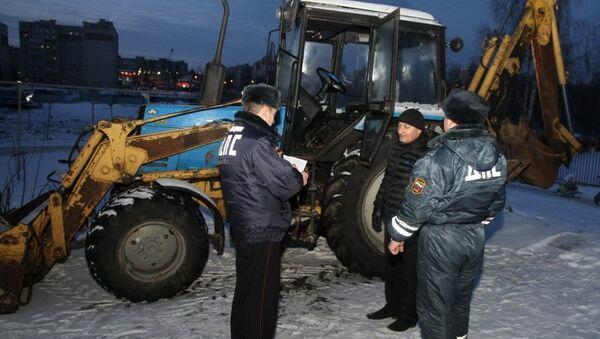 Десантник угнал экскаватор в Костроме, фото с места события