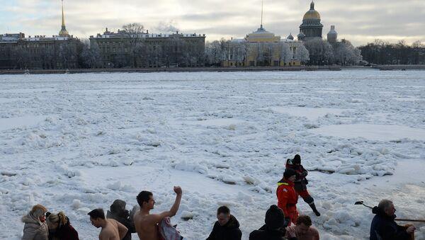 Крещенские купания в Петербурге. Фото с места события