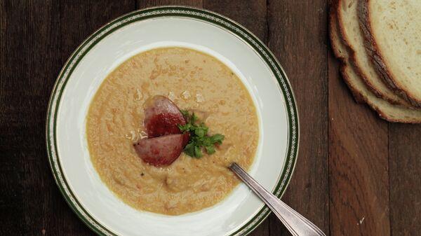 Быстрый гороховый суп из свиной рульки с гренками