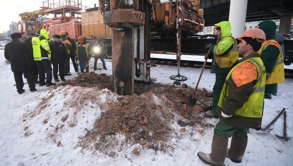 Строительная свая пробила тоннель на зеленой ветке столичного метро. Фото с места события