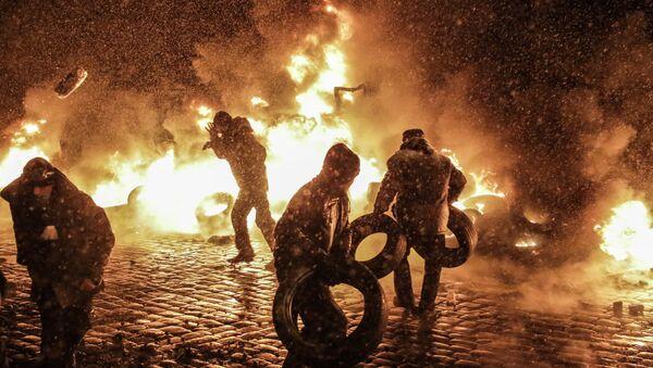Митингующие на улице Грушевского в Киеве, архивное фото