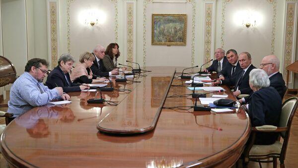 В.Путин встретился с представителями ведущих российских правозащитных организаций