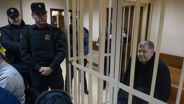 Суд арестовал главу полиции аэропорта Домодедово Максима Титова. Фото с места событий