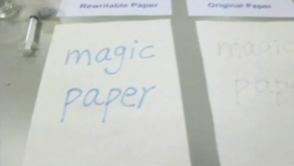 """Надпись водой на """"магической бумаге"""". Кадр из видео авторов статьи"""