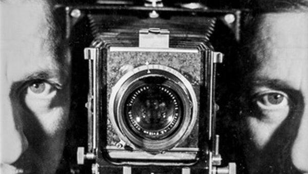 Эрвин Блюменфельд. Автопортрет. Париж. ок. 1938. Коллекция Элен и Йорика Блюменфельдов.