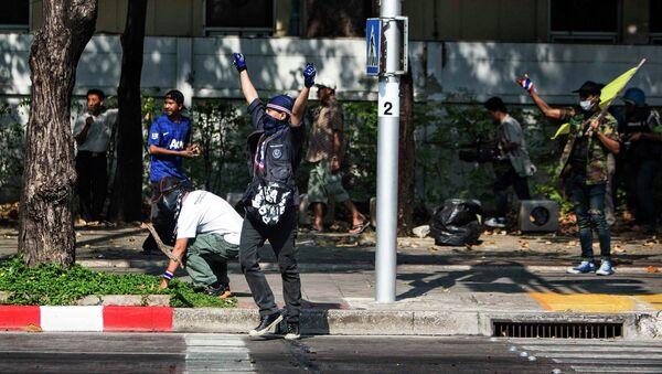 Антиправительственные протесты в Бангкоке в день выборов в парламент. Фото с места события
