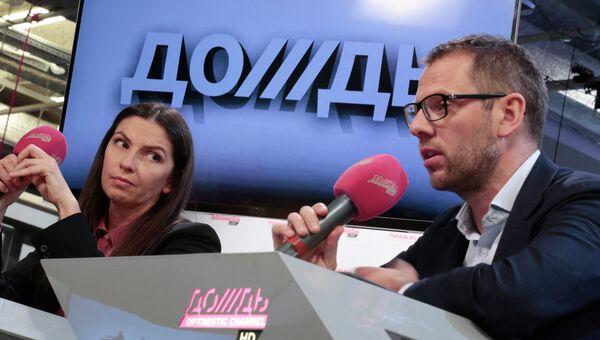Пресс-конференция Натальи Синдеевой и Александра Винокурова, посвященная работе телеканала Дождь. Фото с места события