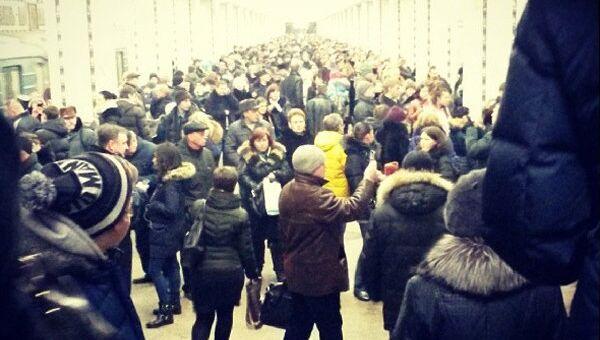 Задержка поездов на станции метро Свиблово в Москве. Фото с места события