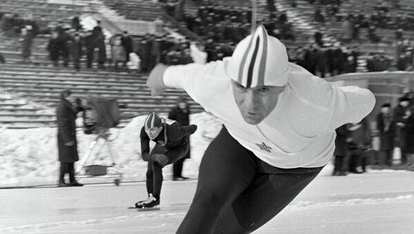 Рекордсмен мира конькобежец Евгений Гришин. Архив